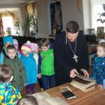 В мини-музее, с книгами